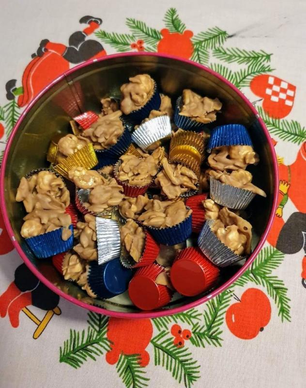 Corrnflakestoppe med popcorn og karamel