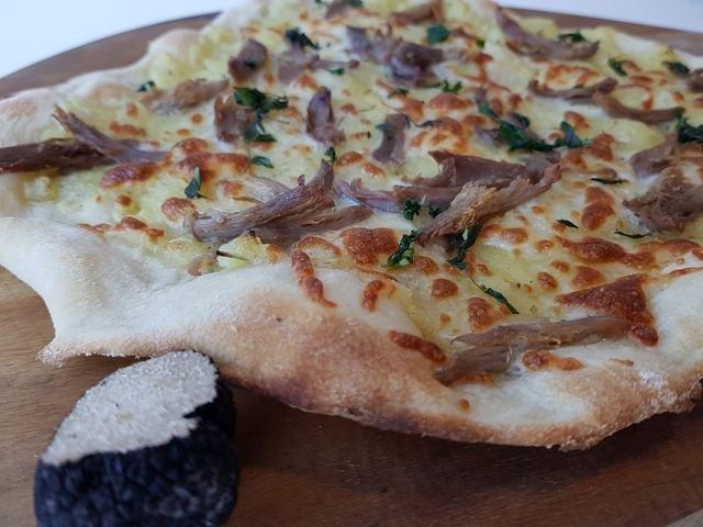 Gourmet pizza med trøffel