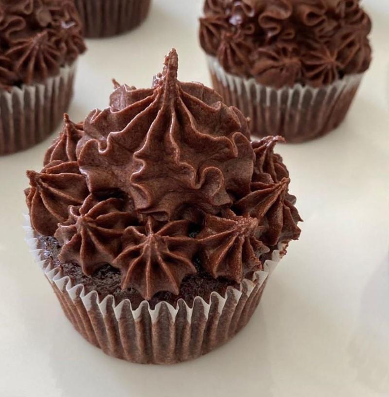 Chokolade cupcakes med chokolade frosting